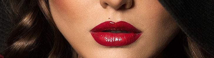 Глубокий цветной татуаж губ