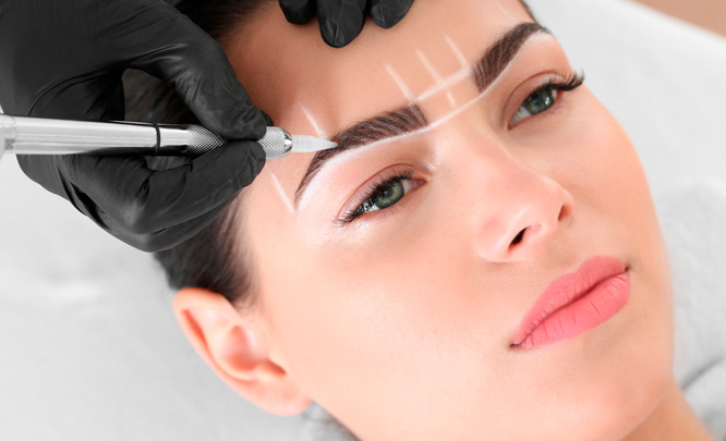 Пудровый перманентный макияж бровей