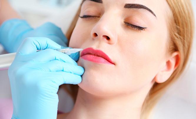 Перманентный макияж губ: обработка контура или полное заполнение